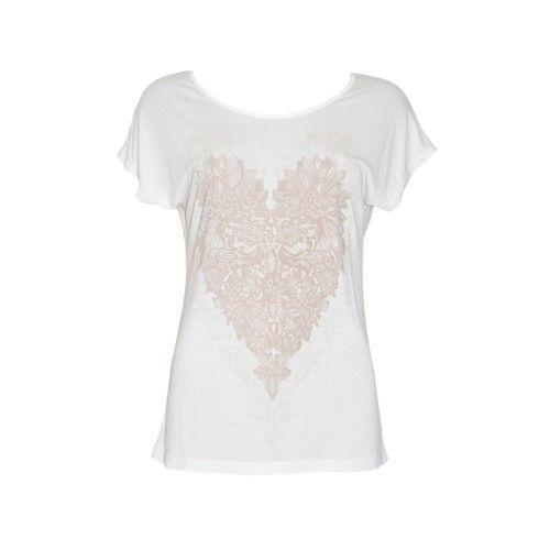 Articles Crème shirt met heart print. Licht getailleerd en mooie pasvorm. Shirt is licht doorschijnend. Combineer dit shirt met een donkergrijze taupe jeans en een klassieke zwarte blazer.   Fashion Exclusive