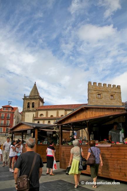 Festival de la Sidra natural Gijón. Mercadillo de la manzana y la sidra. Fiestas Asturias. [Más info] http://www.desdeasturias.com/festival-de-la-sidra-natural-de-gijon/