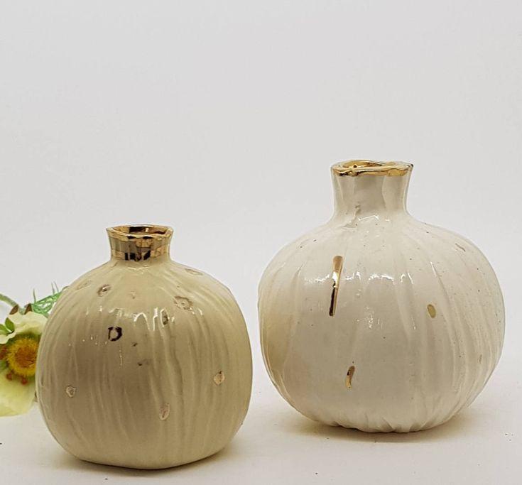 Sono felice di condividere l'ultimo arrivato nel mio negozio #etsy: vase Amazing Home decor, Handmade Ceramic Pomegranate, A white pomegranate decorated with gold, Ceramic pomegranates Judaica, Rosh Hashana http://etsy.me/2CivTzC