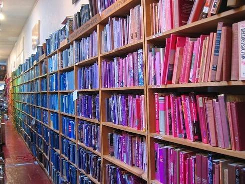 Books.: Rainbows Bookca, Colour Libraries, Organizations Books, Colour Coordinating Books, Blue Books, Rainbows Bookshelves, Colors Libraries, Colors Coordinating, Colors Codes
