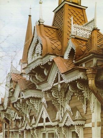 Wildly wonderful wooden Russian house with those great windows.