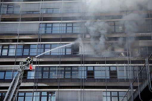 15.6.2014: Ein Feuer in einem Institutsgebäude der Uni Stuttgart hat einen Millionenschaden verursacht (2 Institute ausgebrannt) http://www.stuttgarter-zeitung.de/inhalt.feuer-in-der-universitaet-stuttgart-brand-verursacht-millionenschaden.af954ffe-3820-48b3-b8fc-cadb7fbc11fb.html https://www.youtube.com/watch?v=rSlYOBxM3lY well, bad heart (where racial ones etc worked), (no wonder) no luck (big fire with 2-digits millions EUR damages -> lost research results etc), God angry!