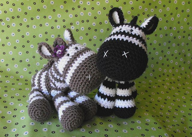 Crochet amigurumi zebra by MadisonCraftNook on Flickr (http://flickr.com/photos/madisoncraftnook/5378390266/).