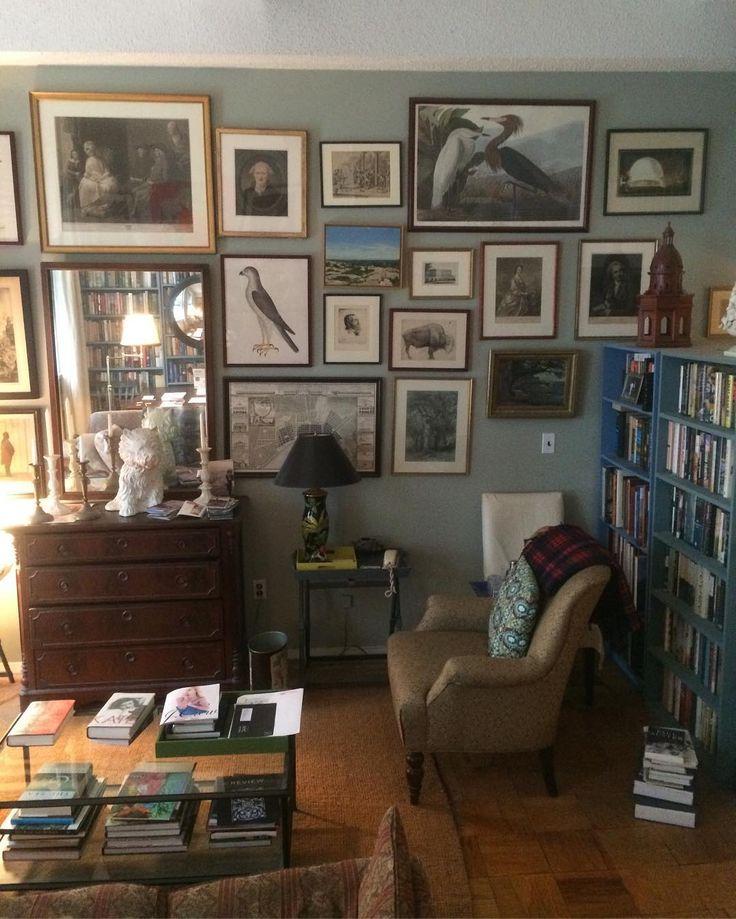 Art collection, bookshelves, Farrow & Ball French Gray - William Irvine