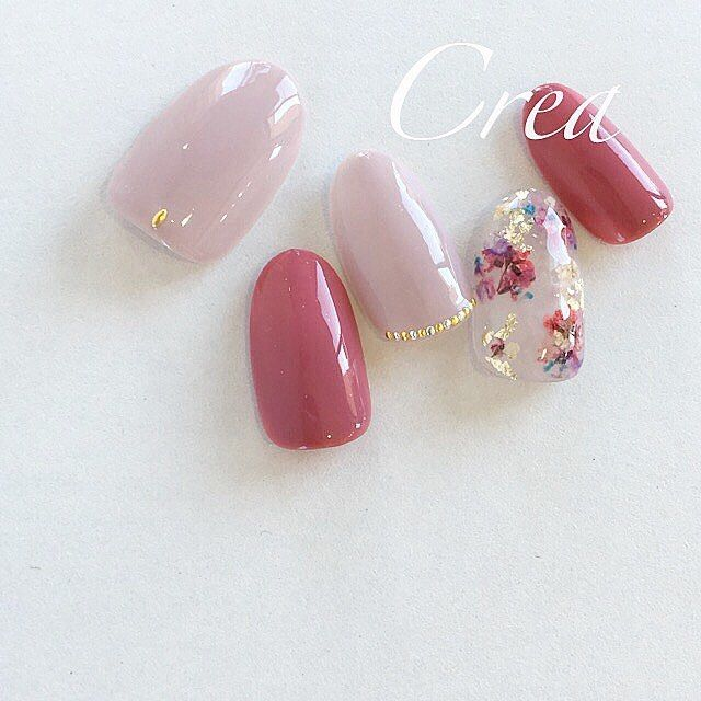 Mauve and pink polish, flowers, and gold/silver accent nail art.