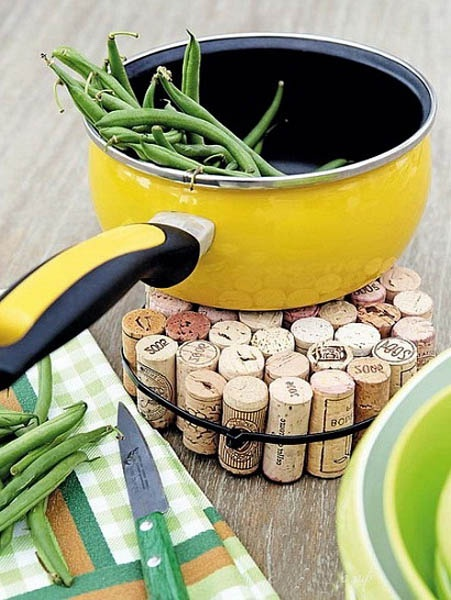 craft-ideas-making-coaster-used-wine-corks (6)Crafts Ideas, Wine Corks, Corks Trivet, Outdoor Parties, Wine Bottle, Diy, Hot Pads, Hot Pots, Old Stuff