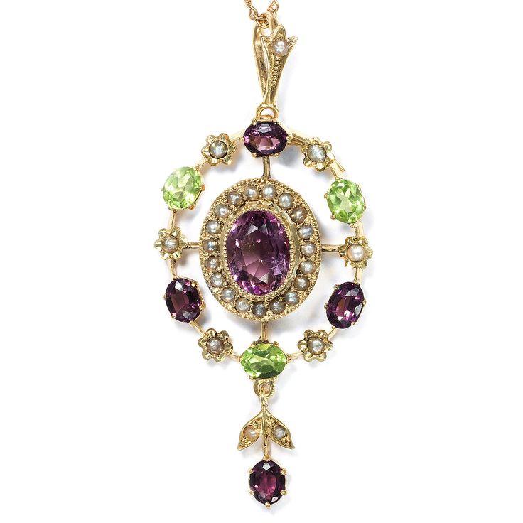 Frauenpower - Suffragetten-Anhänger mit Peridot, Amethyst & Perlen, Großbritannien um 1905 von Hofer Antikschmuck aus Berlin // #hoferantikschmuck #antik #schmuck #antique #jewellery #jewelry // www.hofer-antikschmuck.de