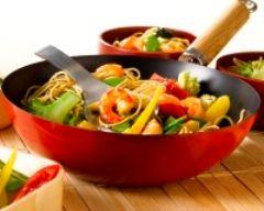 Wok de crevettes aux nouilles et aux légumes