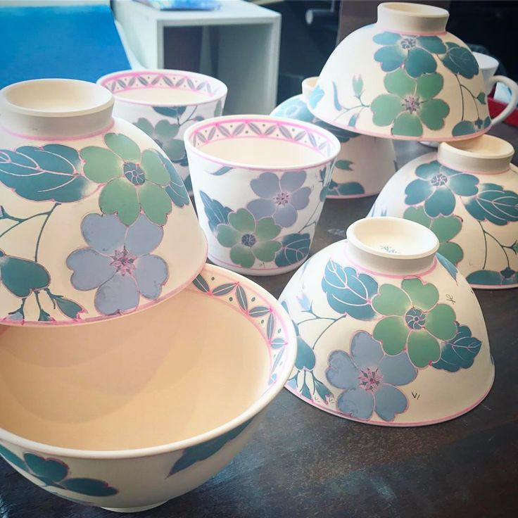 """904 Me gusta, 35 comentarios - aki yamaguchi (@rinsengama) en Instagram: """"春の展販に向けての鮮やか系器を制作中。 Recently I am making springlike pots a lot for the next display and sales.…"""""""