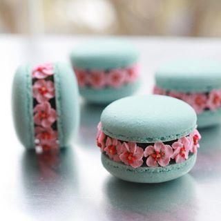 Cherry blossom macarons #cherryblossom #pink #pinkflowers #love #macaronblossoms #macarons #macaron #macaronrose #flowermacarons #makaron #baking #bakery #dessert #macaronlove #bakeyourworldhappy #nyc #ayseyaman