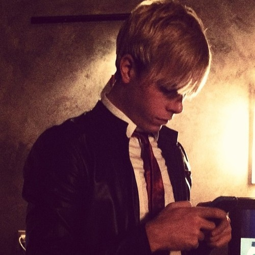 And THIS is my idol. He is using his phone when he is suppose to be doing something else . . . . . . RIKER ANTHONY LYNCH EVERYBODY