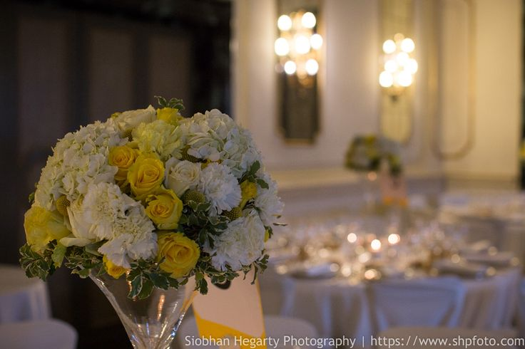 Beautiful centerpiece for our lovely couple from Dubai. www.weddingsinrome.com