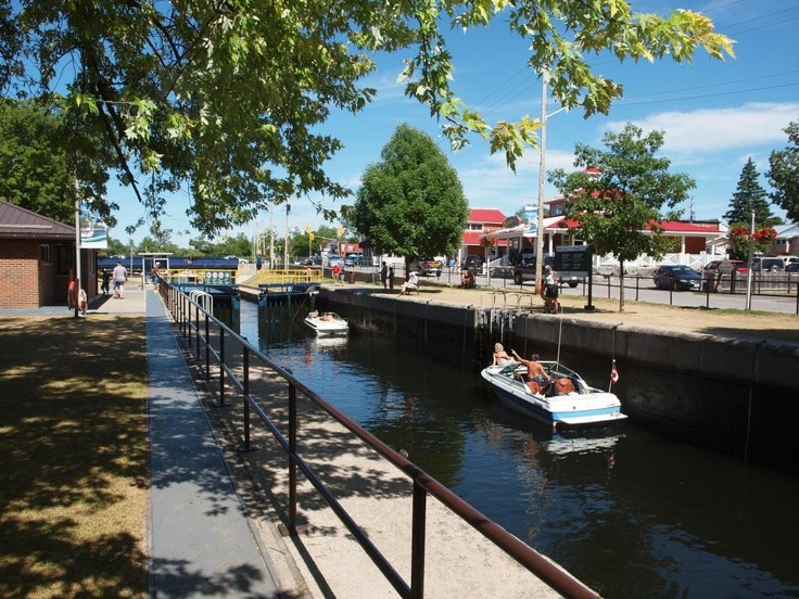 locks opening at Bobcaygeon, on the Trent-Severn waterway, July 2012