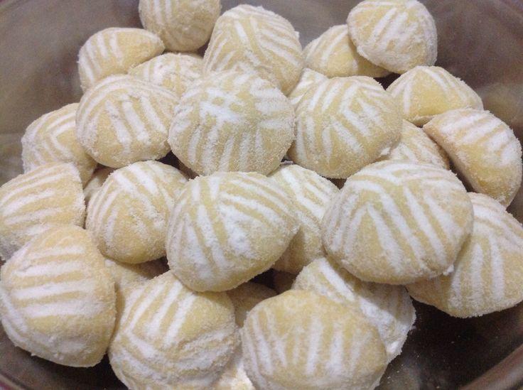 Mamoul: doce árabe recheado com tâmara e nozes.