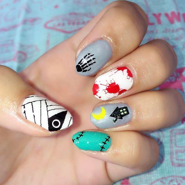 ダイソーのネイルシール。貼るの難しいけど、かわいい!  #ネイル #nail #nails #naildesign #ネイルデザイン #セルフネイル #セルフネイル部 #ネイル画像 #ジェルネイル練習中 #華子ネイル #ショートネイル #100均ネイル #100均ネイルシール #ハロウィンネイル #ハロウィンネイルシール #血ネイル #秋ネイル