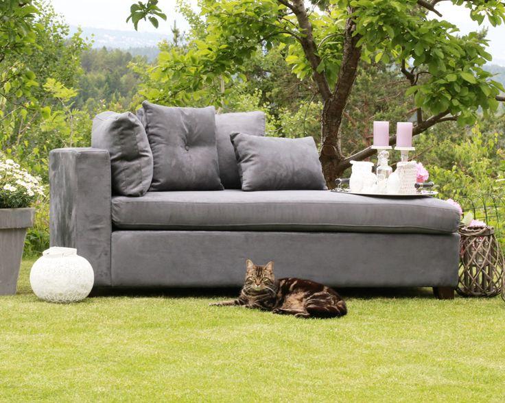 Fin grå lounge som kan passe i en entré, lite rom eller i en krok fra www.krogh-design.no