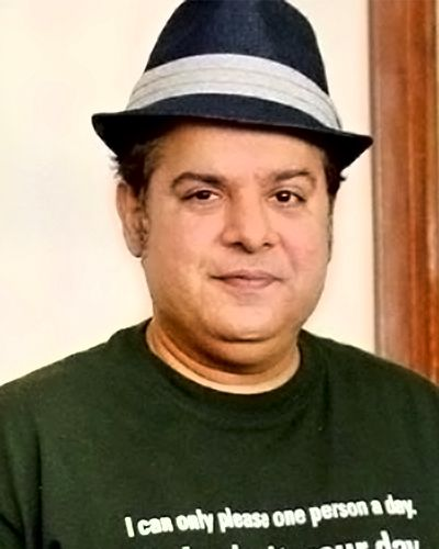 #Sajid Khan's Card Party: Sajid Khan's card party is the most #famous card party of the #Bollywood. It is because this awesome #director believes in rolling high on stakes at the card #games. Some of the regular visitors of his party includes #RiteshDeshmukh, #SajidNadiawala, #FarahKhan, #MalaikaAroraKhan etc.