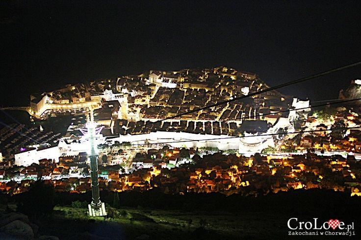 Dubrownik widziany ze wzgórza Srđ nocą || http://crolove.pl/wzgorze-srd-w-dzien-i-w-nocy/ || #Srd# #Dubrownik #Dubrovnik #Chorwacja #Croatia #Hrvatska #Travel #Trip #summer