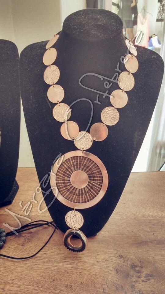 Collar cobre, crin y cacho #margaraorfebreria