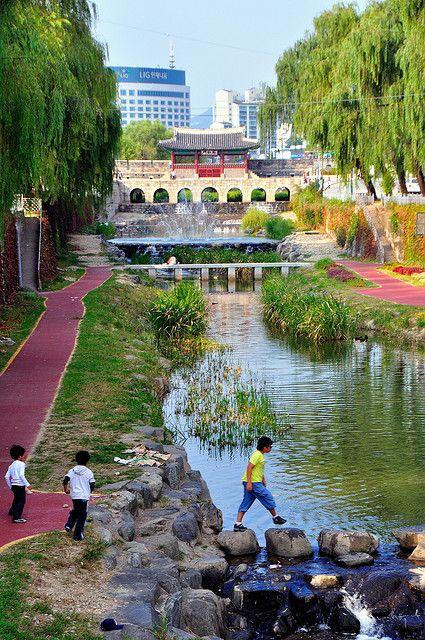 Hwaseong - The Fortress in Suwon, South Korea #그대로에집엄마를 #네트워크마케팅 #다단계마케팅 #피부관리 #ClassyLadyEntrepreneur www.RadiantFitAndHappy.com ⭐️⭐️ www.SkincareInKorea.info