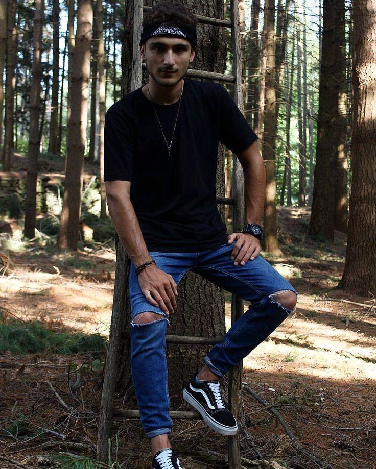 "100 mentions J'aime, 4 commentaires - Alessandro Zanardi (@zannaa98) sur Instagram: ""🈲 Ph:@alessiakyradellerba Supporter:@giadacordaro_ @luigibertino_ #polish #polishboy #boy #vans…"""