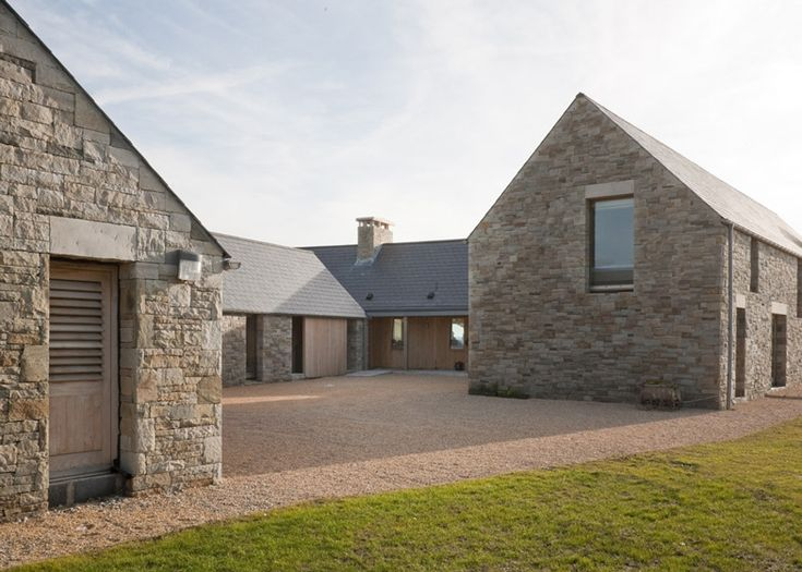 pale stone contemporary barn conversion || Mooie stenen