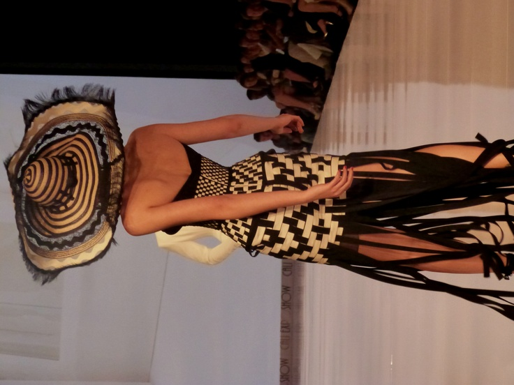 Diseño Jean Paul Gaultier inspirado en la artesanía Colombiaa