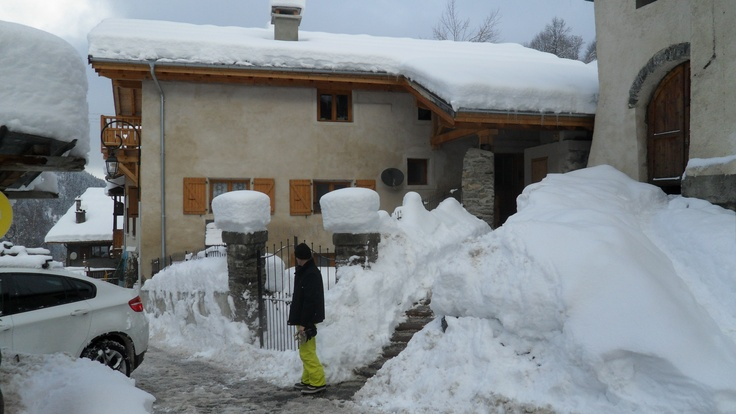 Chalet Le Passeu in the snow