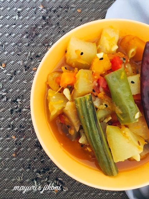 Mayuri's Jikoni: 732. Santula - Odia Style Mixed Vegetable Curry