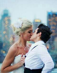 Me deixa ser feliz pra sempre nos teus braços. Let me be happy forever in your arms. Fernanda Tahann