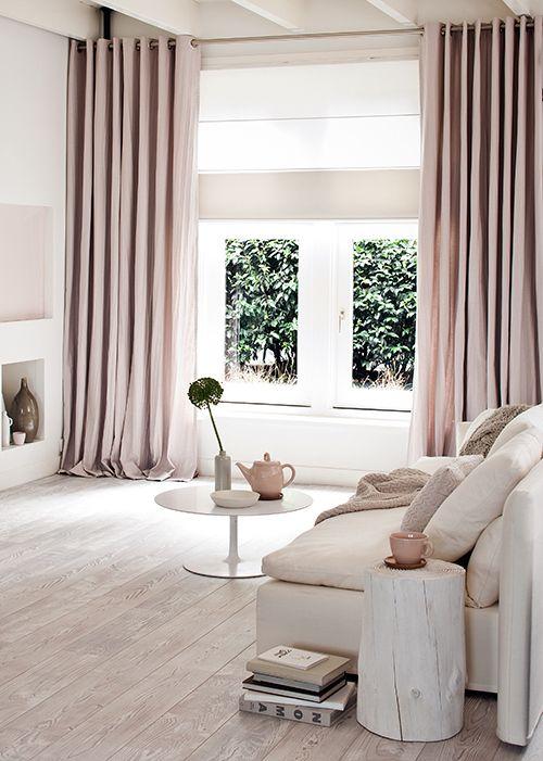 huis-luchten-voor-bezichtiging-frisse-kleuren-wit-pastel-roze-ecru-gordijnen