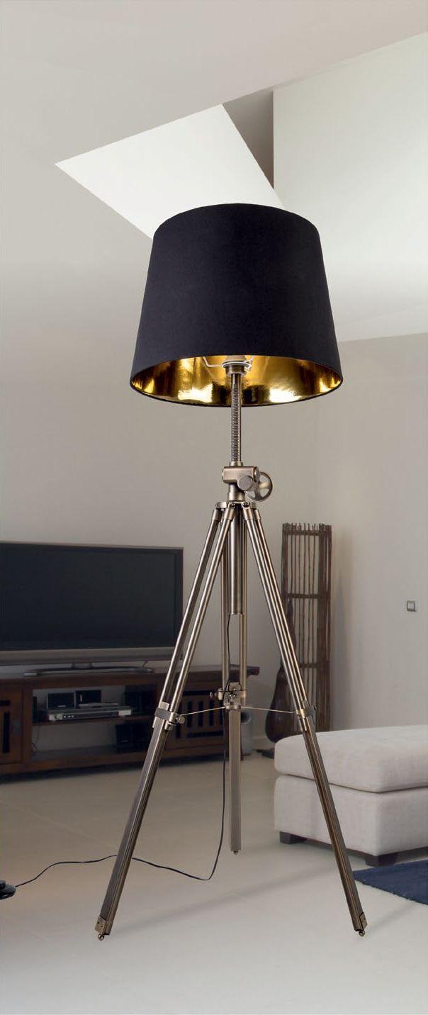 Lampa Podłogowa Zuma Line Seville to doskonałe połączenie czerni i złota tworzące bardzo ciekawą całość. Lampa posiada korbkę dzięki której można regulować wysokość abażura. Wszystkie elementy tworzą niezwykłą całość.