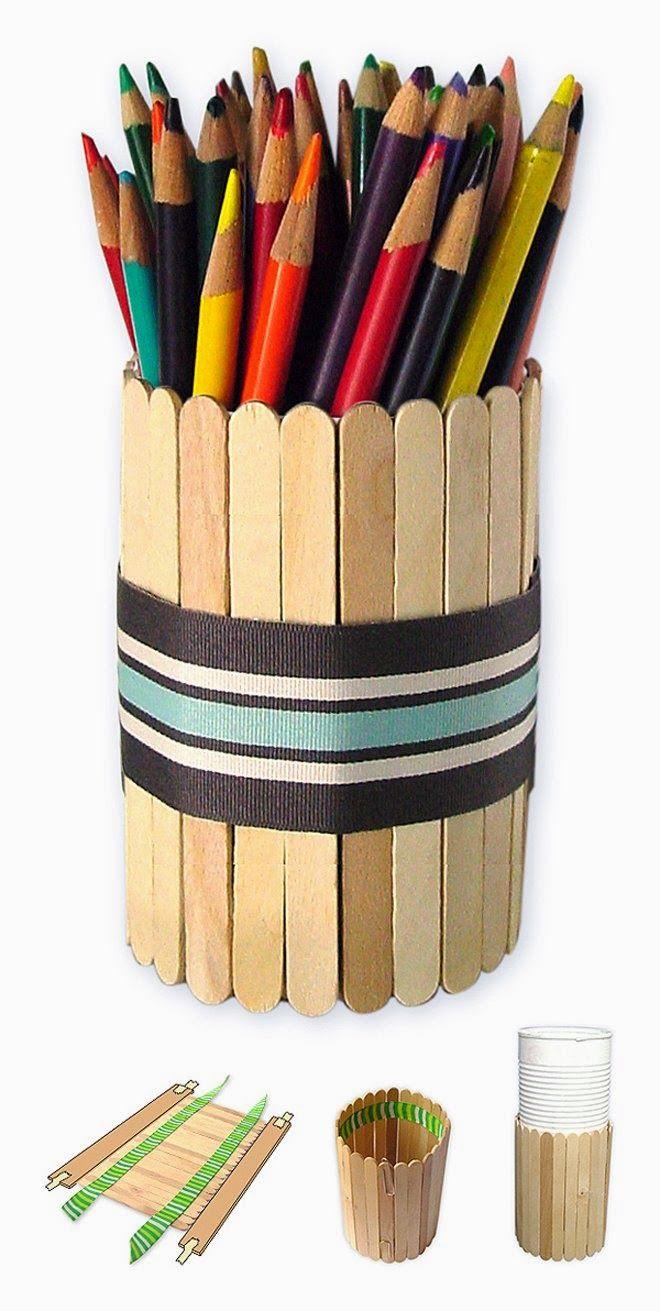 Organizador de bolígrafos con palitos de polo. Ideas para que los niños preparen regalos con materiales de reciclaje, para regalar a sus familiares.