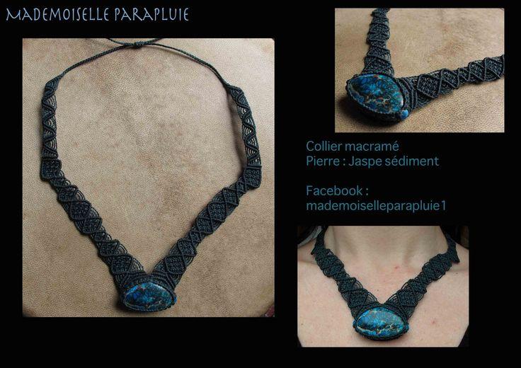 collier macramé bleu avec pierre jaspe sédiment bleue : Collier par mademoiselle-parapluie