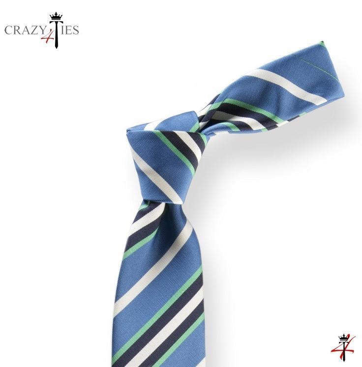 Particolare Nodo Cravatta Regimental in Seta Mogador Azzurra a Righe Blu e Verdi