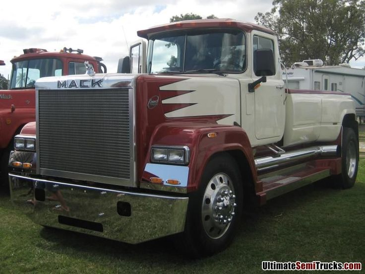 UltimateSemiTrucks.com: Classic Trucks - Mack Superliner The Ultimate ...
