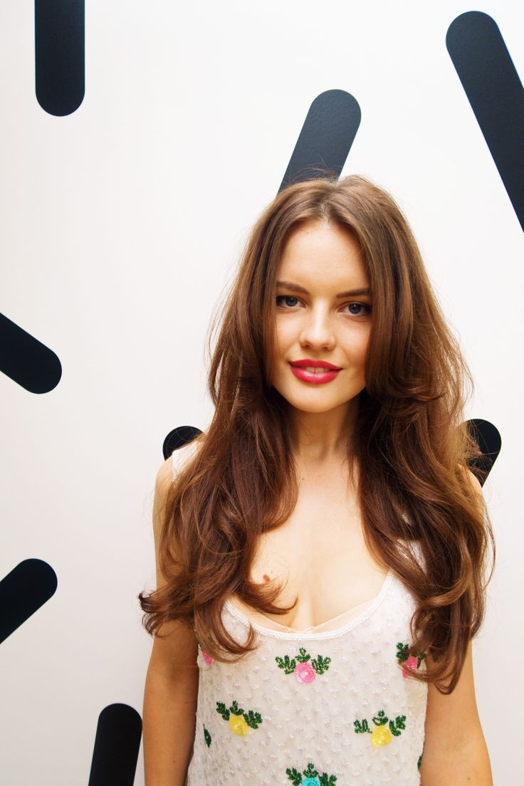 a good hair day & bouncy blowdry | brunette hair style with long layers | centre parting hairstyles | loose waves blowout | centre part hair