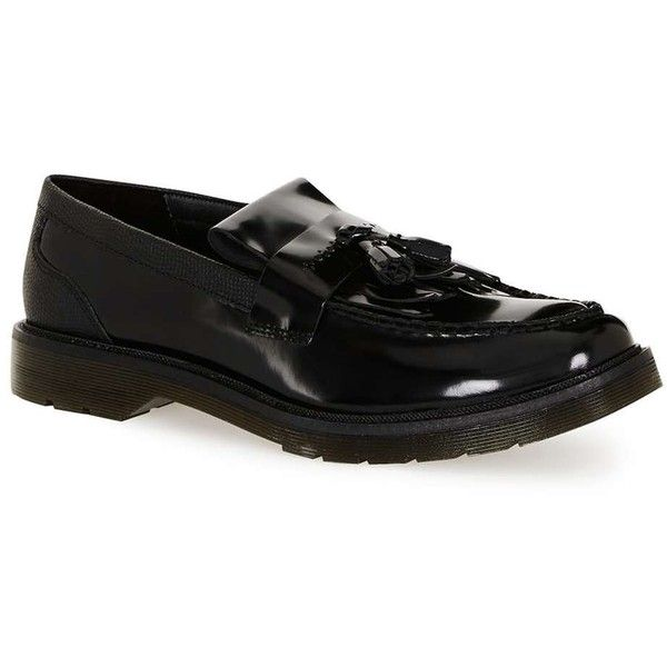 TOPMAN Black Leather Tassel Loafers ($68) ❤ liked on Polyvore featuring men's fashion, men's shoes, men's loafers, black, mens tassel shoes, mens black leather shoes, mens leather shoes, mens black loafers shoes and mens tassel loafer shoes