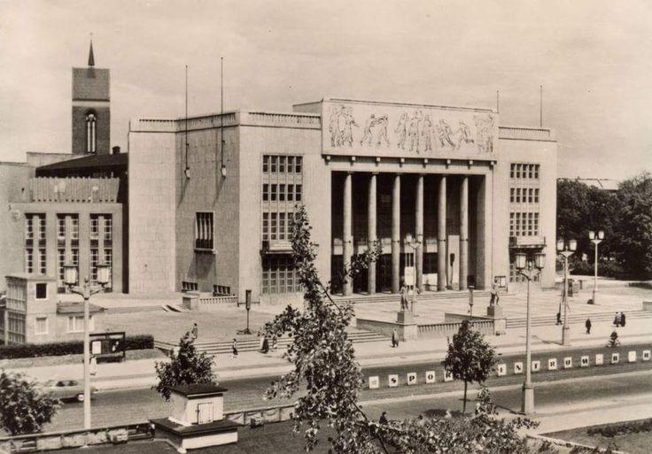 Berlin 1950er Sporthalle in der Stalinallee (1972 abgerissen,gegenueber stand das Stalin-Denkmal)