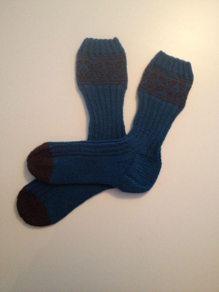 """Sokker med kilehæl, strikket i Sisu fra Sandnesgarn. Mønster heter """"Gråpus"""" og kjøpes på Ravelry"""