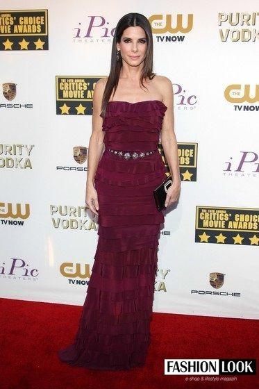 Kto by to bol povedal, že Sandra Bullock má 51 rokov, nuž niektoré ženy sú ako dobré víno, čím staršie tým krajšie..:)  #fashionlook #krasavkazdomveku