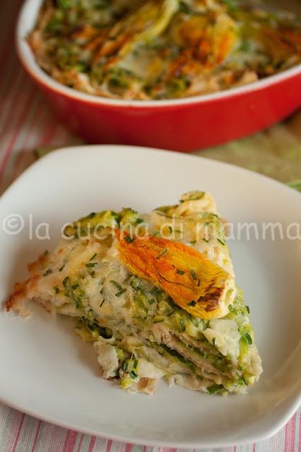 lasagne di carasau con zucchine e fiori di zucchina