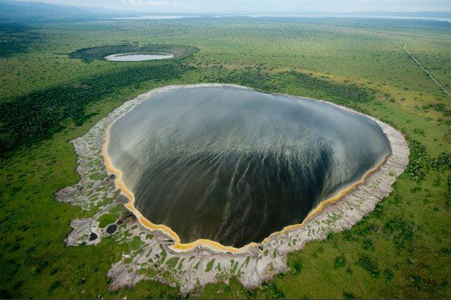 Lago cráter Uganda