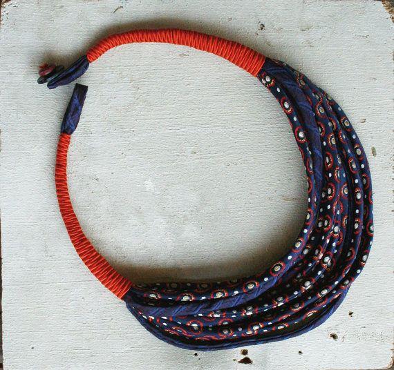collana realizzata con seta di cravatte vintage / di aBimBeri