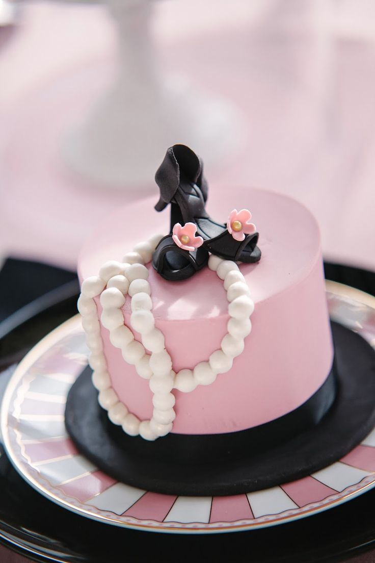 Best 25 Coco Chanel Cake Ideas On Pinterest Chanel Cake