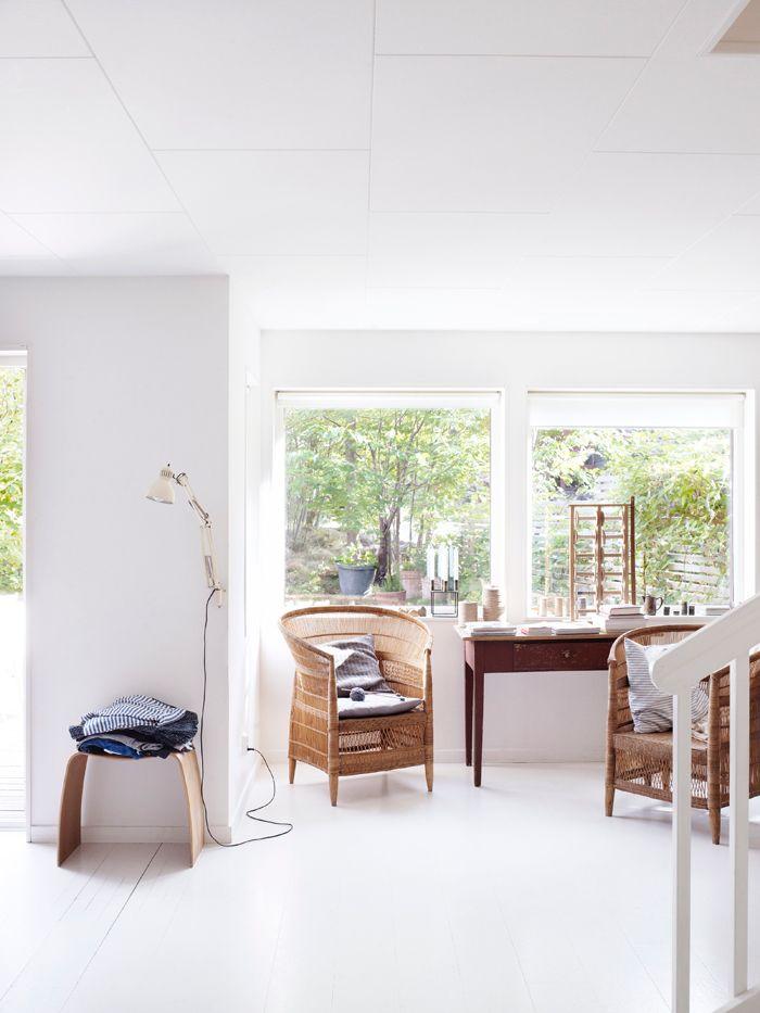 workspace with wicker chairs from African touches. Pallet M, design Jørgen Møller. Photo: Anna Kern stylist Eva Lindh