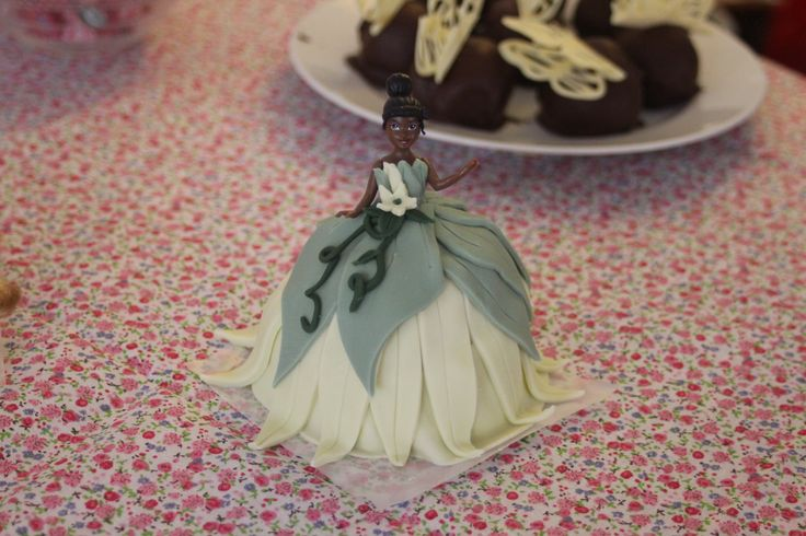 Tiana princess doll cake from disney movie The Princess and the Frog / gateu princesse tiana du film disney la princesse et la grenouille