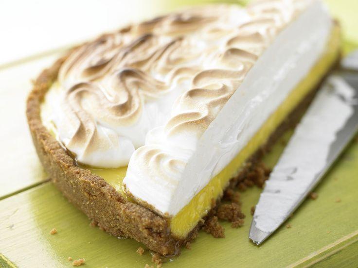 Wer Limetten mag, für den ist dieser Kuchen genau das Richtige. Limetten-Baiser-Kuchen - mit einem Boden aus Vollkornkeksen - smarter - Kalorien: 292 Kcal - Zeit: 50 Min.   eatsmarter.de