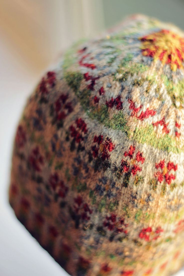 Amazing colorful fair-isle knitted hat - kitting project