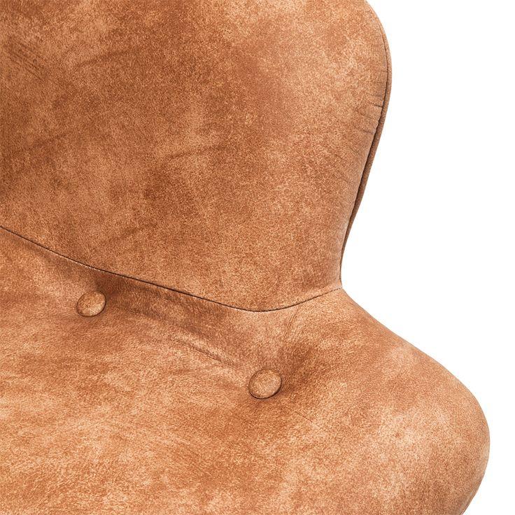 Designer lenestol i lekker utførelse og solide materialer. Nydelig og behagelig stol trukket i beige skinn på sittedelen, og baksiden i tidløs gråtoner med mønster. Stolen er plassert på en ramme av lakkert bøketre. Størrelse: H88 D93 B80cm Sittehøyde: H40 R62 B45 D49cm Leverandør: Kare Design / Tyskland Matchende sofa:http://bodesign.no/produkt/sofa-2-seter-design-brun-beige-gra/